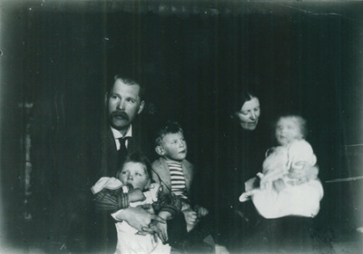 Pekka and Maija Halonen with their children Anni and Erkki in 1903